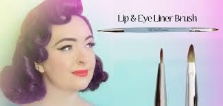 eye-and-lip-brush